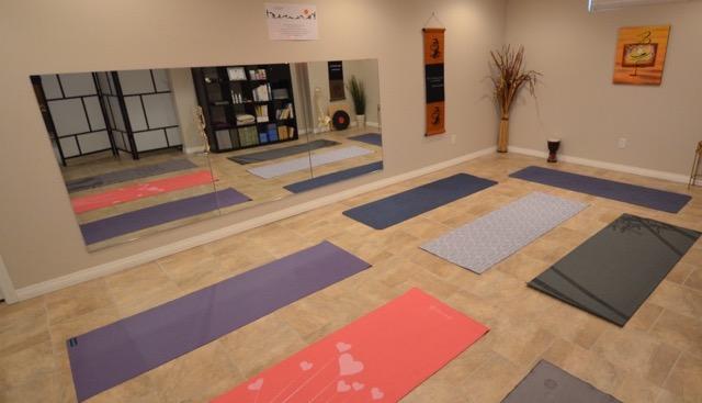 ALIVEandALIGNED - Regular and Beginners Yoga